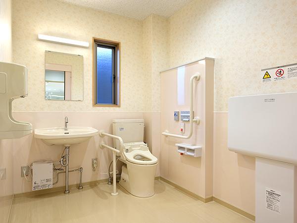 画像:多目的用トイレ